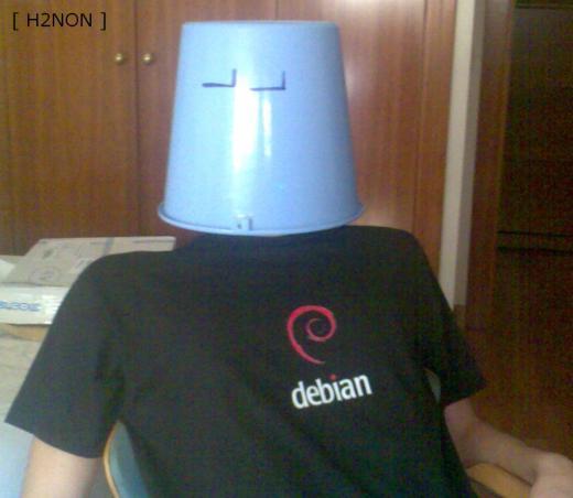 Yo con mi camisetaDebian!!